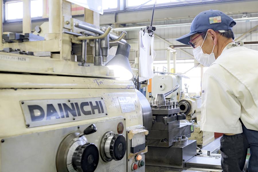 高度な要求に応える生産設備の自社製作力